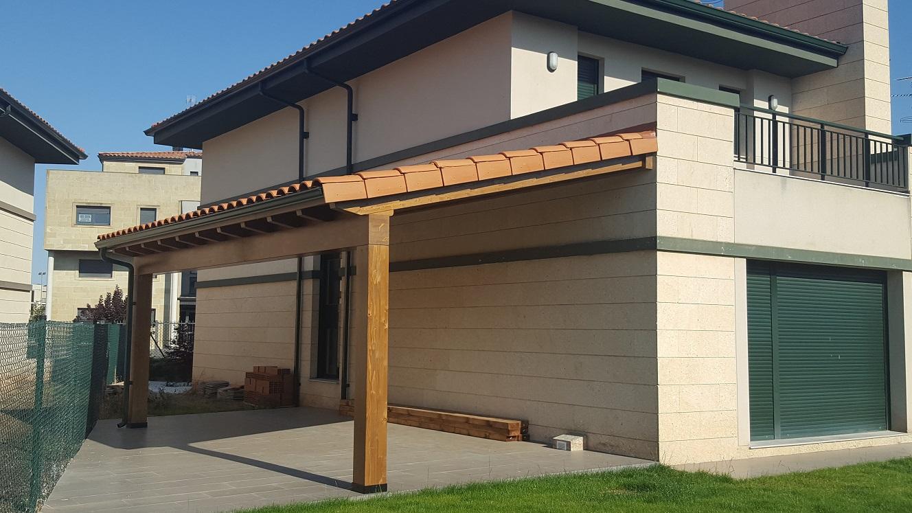 Prosma cubiertas porches estructuras y casas de madera for Cubiertas para casas